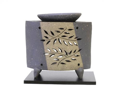 黒陶たたら草花紋彫茶香炉