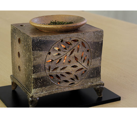 茶香炉 萩透かし